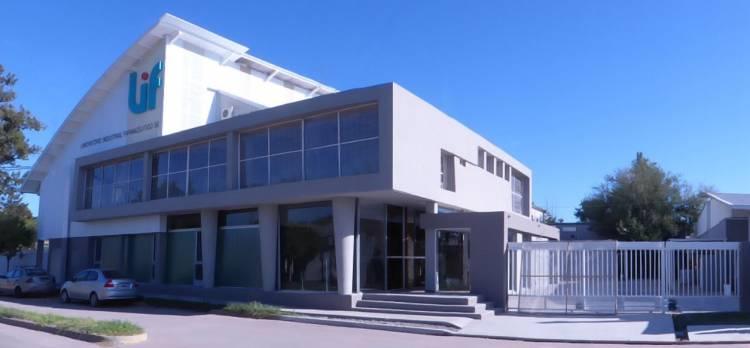 El Laboratorio Industrial Farmacéutico de la provincia produce alcohol en gel