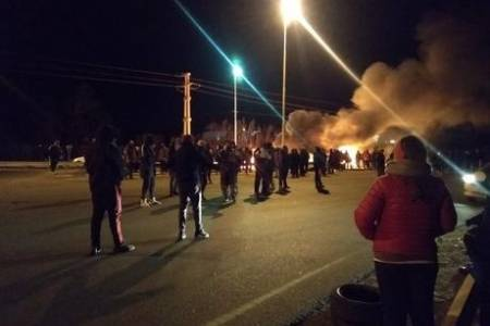 La patota de la burocracia del sindicato petrolero desaloja el piquete de los docentes chubutenses