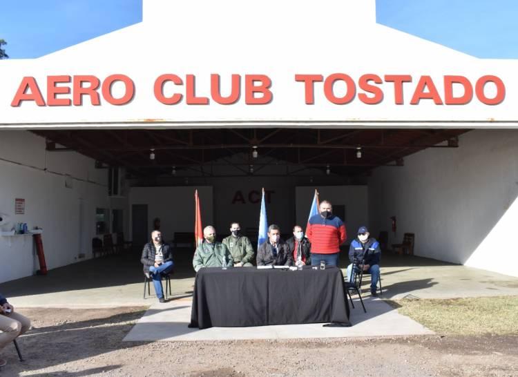 Tostado: Aeroclub y Fuerza Aérea Argentina firman acuerdo